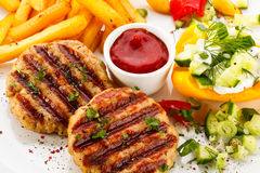 Зажженные стейк и fries франчуза Стоковое фото RF