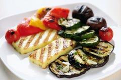 Зажженные сыр и овощи Halloumi Стоковая Фотография