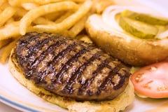 зажженный гамбургер Стоковая Фотография