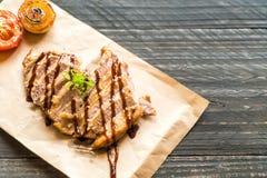 зажженный стейк свинины стоковое фото