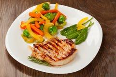 Зажженный стейк с овощами Стоковые Изображения RF