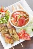 зажженный цыпленком салат папапайи Стоковые Фото