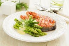 зажженный salmon стейк Стоковые Изображения