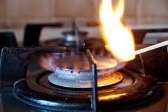 Зажигание газового кольца на плите Стоковые Фотографии RF