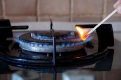 Зажигание газового кольца на плите Стоковое Изображение
