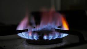 Зажигание газовой плиты автоматическое : сток-видео