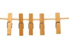 Зажимки для белья вися на веревочке любят гирлянда Стоковые Фото