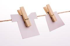 Зажимки для белья держа одежды Стоковое Изображение RF