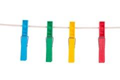 Зажимки для белья цвета на веревочке Стоковое Изображение RF