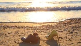 Зажим моря с bridal ботинками и утром развевает акции видеоматериалы
