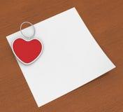 Зажим сердца на примечании показывает примечание или влюбленность привязанности Стоковое Фото