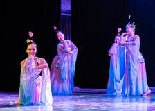 Зажиточная династия тяни 3 - китайское классическое шоу Танц-градации отдела танца стоковые изображения rf