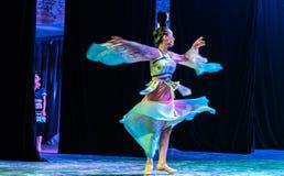Зажиточная династия тяни 4 - китайское классическое шоу Танц-градации отдела танца стоковая фотография