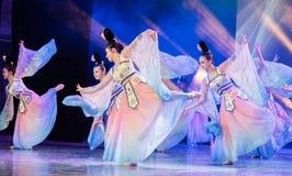Зажиточная династия тяни 7 - китайское классическое шоу Танц-градации отдела танца стоковая фотография rf
