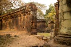 Зазор в каменной стене в Angkor Thom стоковые изображения