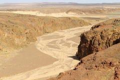 Зазор горы и высушенное река в вулкане Стоковое Фото