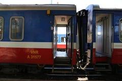 Зазор между 2 поездами грустен стоковые изображения