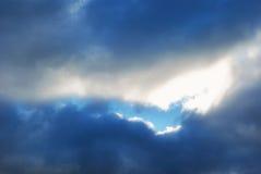 Зазор между тяжелыми облаками осени Стоковые Изображения