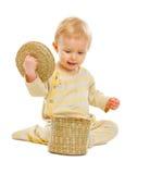 Заинтересованный младенец смотря внутри корзины Стоковое фото RF