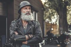 Заинтересованный старший холодный думать мужск человека Стоковое Фото