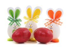 Зайчики пасхи с яйцами стоковые фото