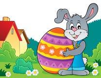 Зайчик держа большую тему 4 пасхального яйца Стоковые Фото