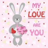 Зайчик кролика валентинки с букетом цветков и помадок Стоковая Фотография RF