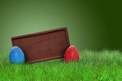 Зайчик пасха на траве на правильной позиции Стоковое фото RF