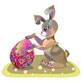 Зайчик пасхи обнимая пасхальное яйцо Стоковая Фотография RF