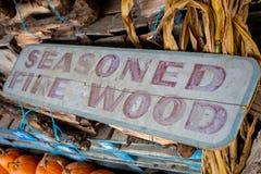 Закалённый знак древесины огня для продажи внешний стоковое изображение