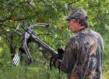 закамуфлированный охотник crossbow Стоковое Фото