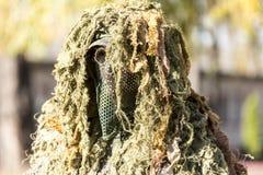 Закамуфлированный солдат стоковое фото