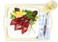 3 закипели crayfish с лимоном, салатом и шампанским Стоковая Фотография