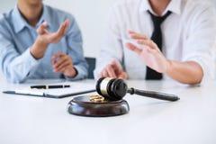 Заключите контракт декрет растворения развода или отмены marr стоковое фото rf
