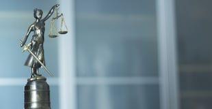 Законная статуя юридической фирмы стоковая фотография rf
