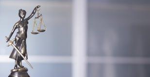 Законная статуя юридической фирмы стоковые фотографии rf