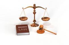 Законные атрибуты: gavel, маштаб и книга закона Стоковые Фотографии RF
