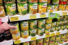 Законсервированные овощи в магазине Стоковое Изображение
