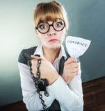 Законцовка женщины коммерсантки ломая контракт Стоковое фото RF
