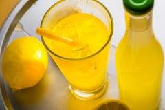 Законченная подготовка лимонада Стоковые Изображения