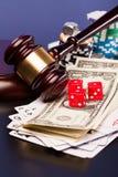 Закон и играя в азартные игры деньги Стоковое фото RF