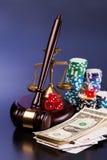 Закон и играя в азартные игры деньги Стоковая Фотография RF