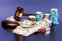 Закон и играя в азартные игры деньги Стоковые Изображения