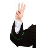 Закон Рассчитывать пальцы юриста человека в польской мантии Стоковое Изображение RF