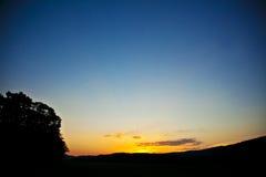 Закоптелый заход солнца гор Стоковое Изображение RF