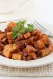 Закоптелые зажаренные в духовке сладкий картофель и бекон Стоковая Фотография RF