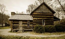 Закоптелый сельский дом appalachian горы Стоковое фото RF