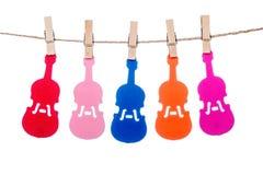 Закрепите на шпагате, вися красочную музыку скрипки гитары Стоковые Фотографии RF