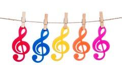 Закрепите на шпагате, вися красочный ключ музыки Стоковая Фотография RF
