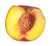 закрепляя свежий halved изолированный персик путя Стоковые Фотографии RF
